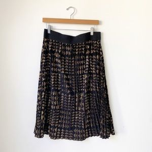 LuLaRoe Elegant Jill Pleated Skirt. Black & Gold